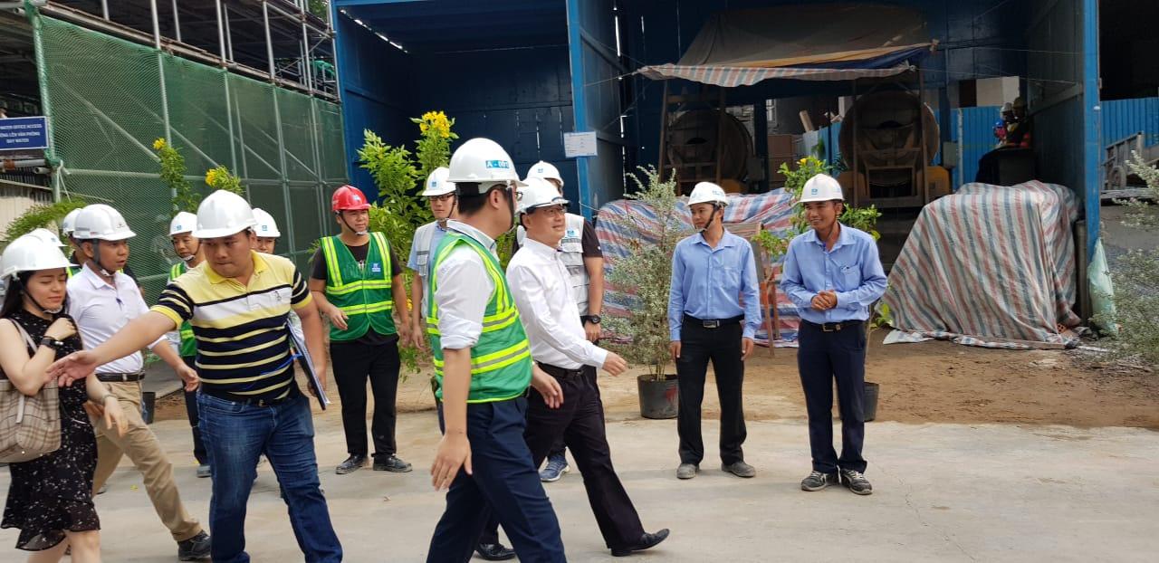 Chủ tịch Tập đoàn Sunwah, Tiến sĩ Jonathan Choi, đến thị sát công trường Sunwah Pearl